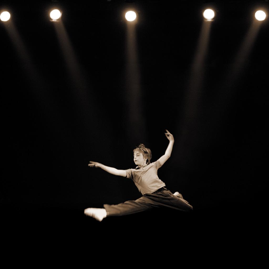 LIAM MOWER DANCING AS BILLY ELLIOT