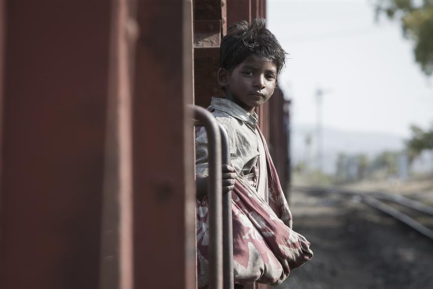 Lion Young Saroo (Sunny Pawar) image