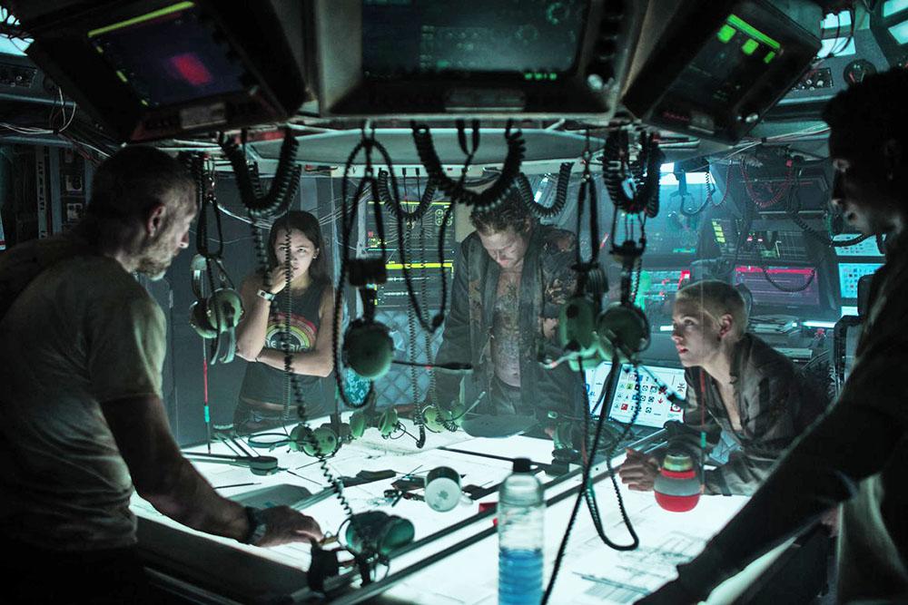 Underwater Vincent Cassel, Kristen Stewart, T.J. Miller, Jessica Henwick, and Mamoudou Athie